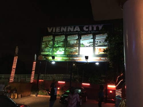 A night out in Accra ! | Afrofoodie & Yoyo La Jolie Adventures